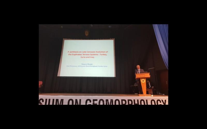 Prof. Dr. Tuncer Demir davetli sunumunu yaparken